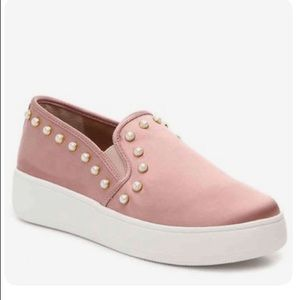 Steve Madden pearl studded shoes